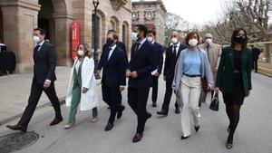 Los diputados de Vox llegando al Parlament.