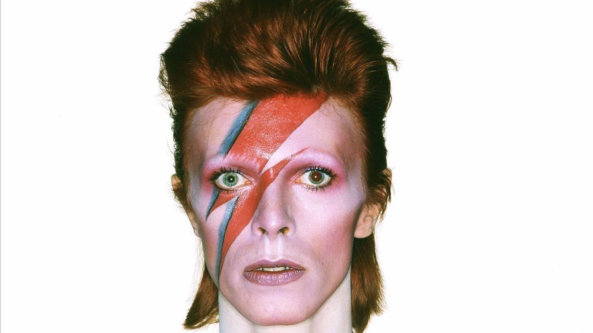David Bowie, en la época en la que explotaba la ambigüedad sexual.