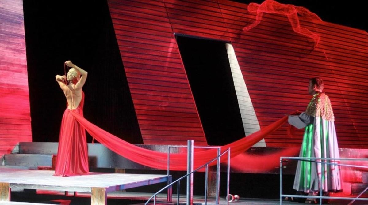 Nicola Beller Carbone (Nyssia) y Martin Gantner (Gyges), en 'DerKönig Kandaules', de Alexander von Zemlinsky, en la puesta en escena del Teatro Massimo de Palermo, presentada en la Maestranza de Sevilla.