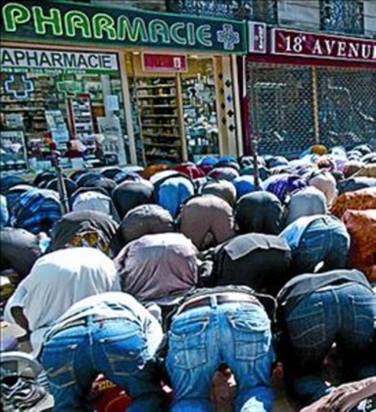 Rezo en una calle de París.