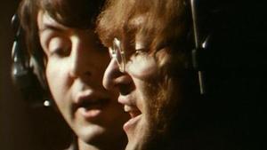 Paul McCartney y John Lennon, durante la grabación de un disco en febrero de 1968.