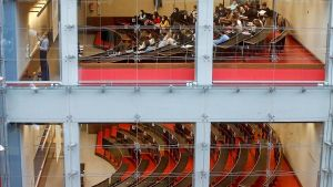 Els universitaris catalans, desconcertats amb el tancament d'aules