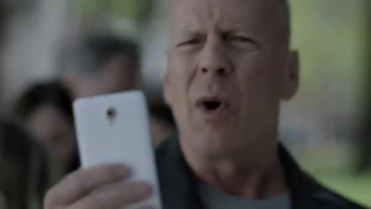 Bruce Willis passeja per Barcelona en l'anunci de Vodafone Itàlia.