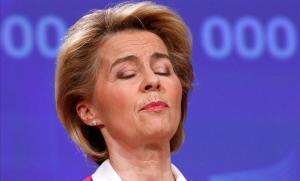 La presidenta de la Comisión Europa, Ursula von der Leyen, durante la rueda de prensa que ha concedido este jueves, en Bruselas.