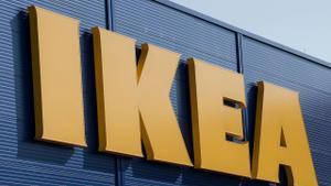 Logo de Ikea en una de sus tiendas