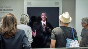 Sonría por favor. Salvador Dalí quiere hacerse un selfie con usted.
