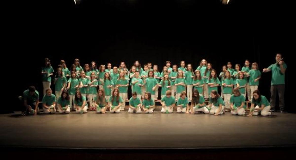 Coro infantil de Loranc interpretando 'Marea verde para todos'.