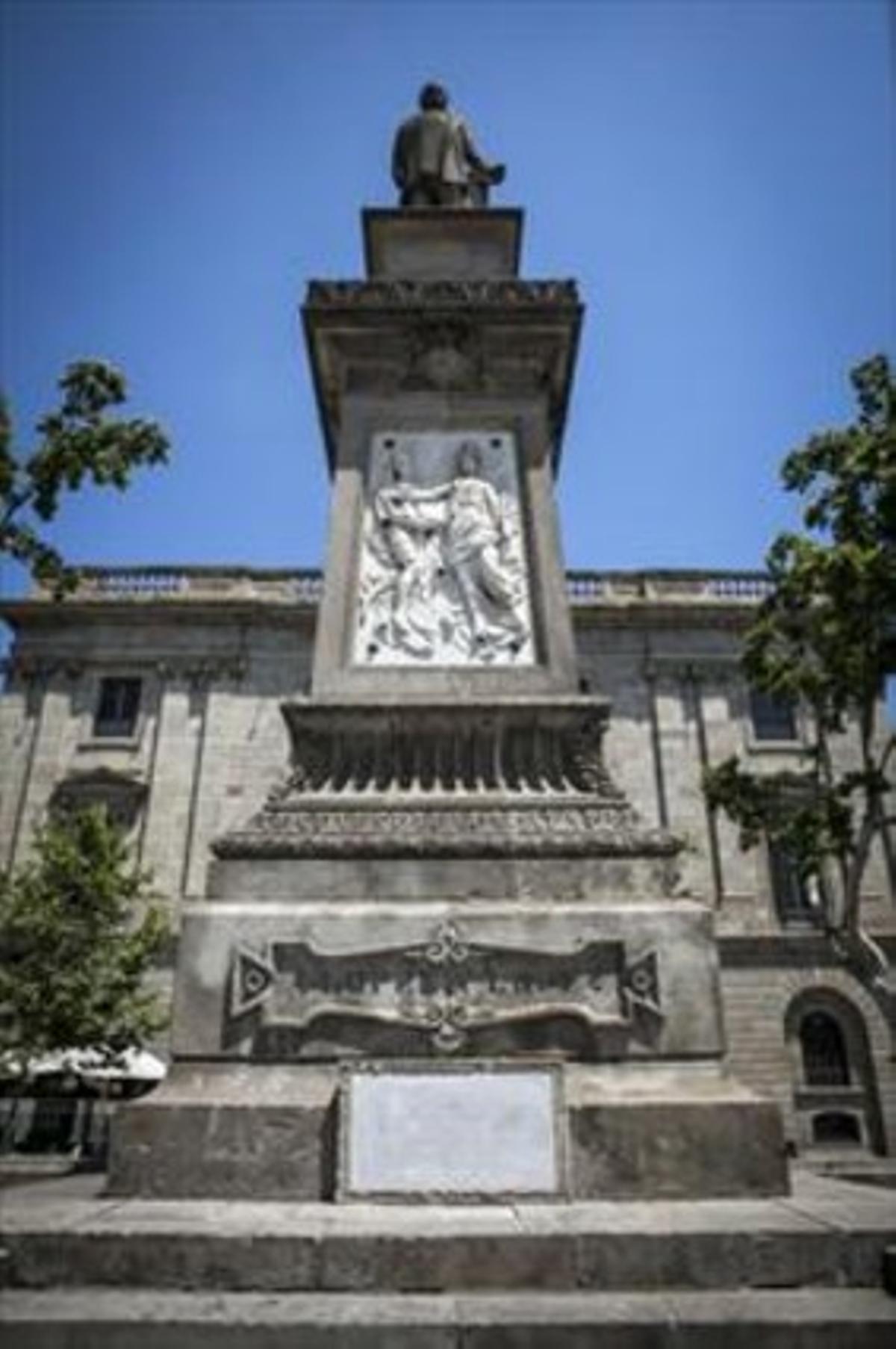 Estatua de Antonio López.