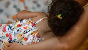 Una de las menores a las que le creció vello en todo el cuerpo por tomar omeprazol defectuoso en la localidad cantabra de Colindres, el pasado 20 de agosto.