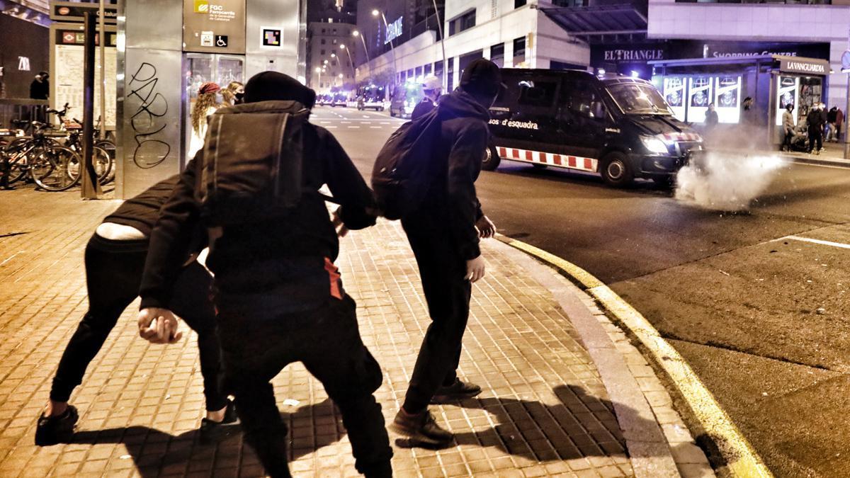 Disturbios por Pablo Hasél en Barcelona y otras ciudades de España | Última hora de las manifestaciones en directo