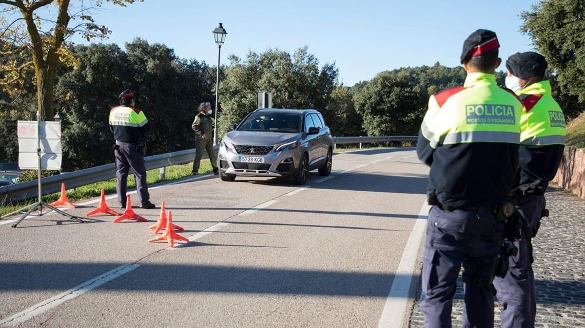 08 12 2020 Mossos d Esquadra controlan los accesos al parque natural del Montseny en Barcelona   POLITICA CATALUNA ESPANA EUROPA BARCELONA  DIPUTACIO DE BARCELONA