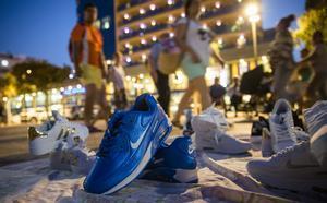 Venta de falsificaciones en plena calle, en Fuengirola.