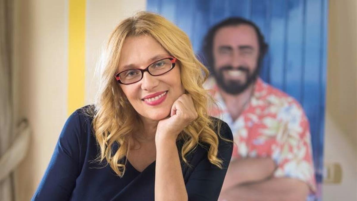 Nicoletta Mantovani, viuda de Pavarotti, se preocupa pormantenervivo su legado.