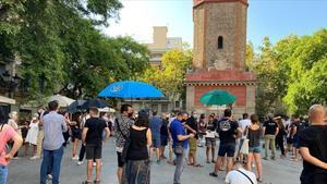 Restauradores del barrio de Gràcia de Barcelona se manifiestan este miércolespara pedir más terrazas.