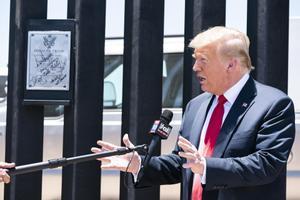 Trump, en el muro fronterizo con México.