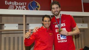 Nadal y Gasol tras conquistar el pívot el Eurobasket.