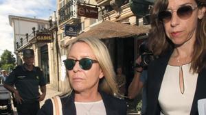 Marina Castaño, viuda del premio nobel Camilo José Cela, a su llegada a los juzgados de Padrón en julio del 2015 para declarar como imputada por la presunta comisión de malversación de fondos públicos,fraude con las subvenciones y apropiación indebida en la Fundación Cela.