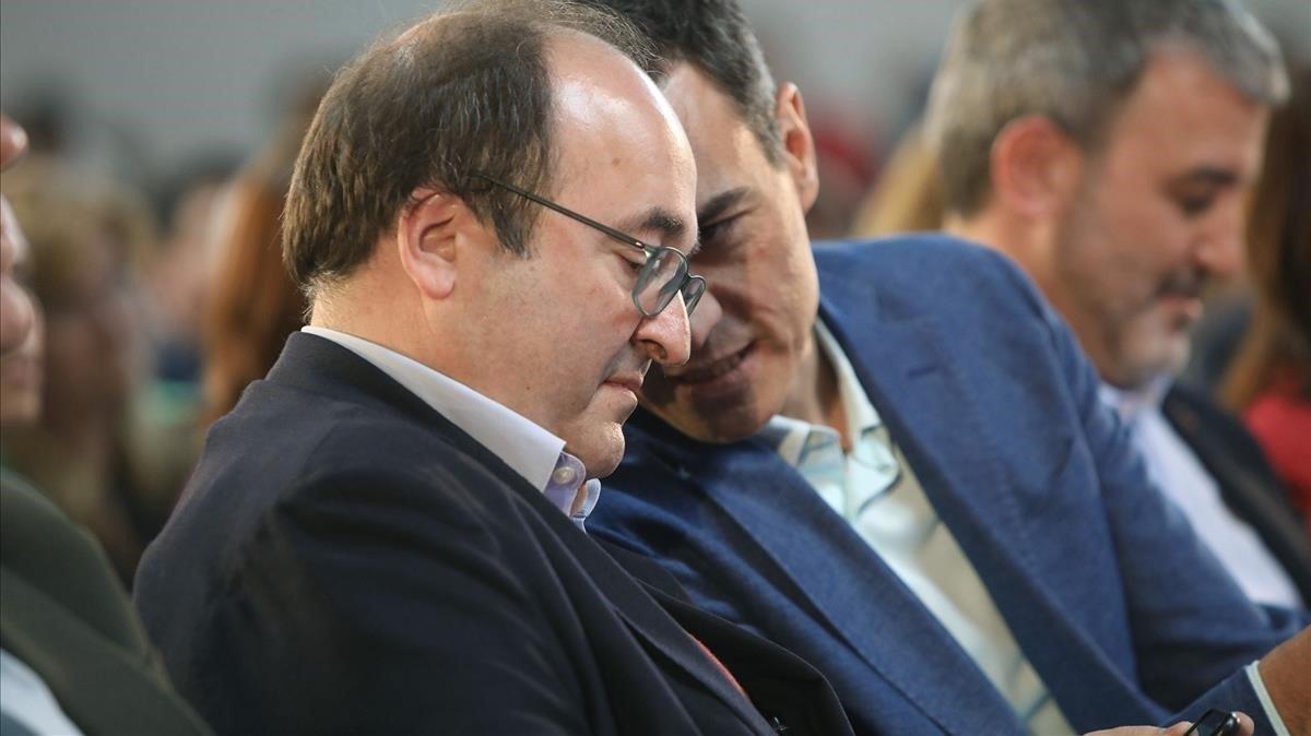 Miquel Iceta y Pedro Sánchez conversan durante un acto del PSC.