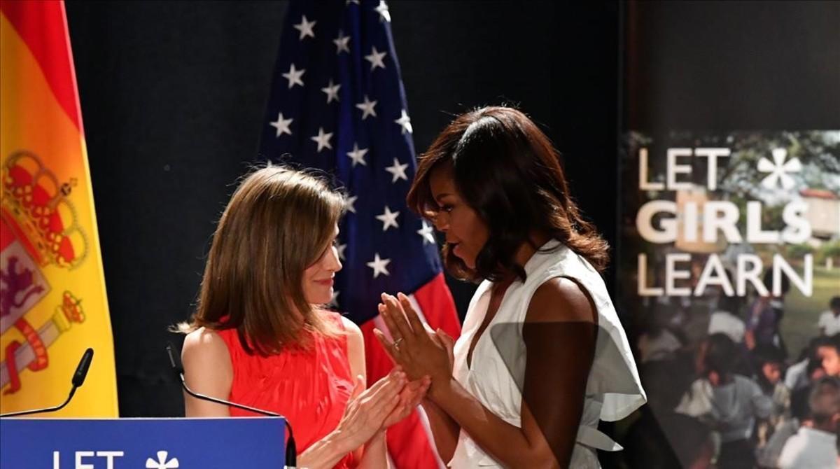 Michelle Obama, junto a la reina Letizia, este jueves en el Matadero de Madrid.