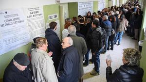 Cola para votar en un colegio electoral de Roma, el 4 de marzo.