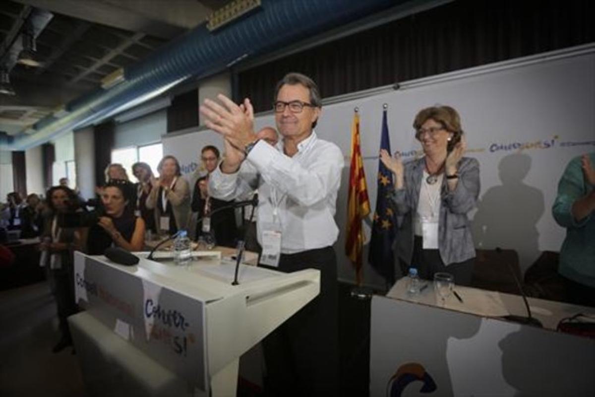 El líder de CDC y 'president' en funciones, Artur Mas, durante su intervención en el consejo nacional de Convergència, ayer.