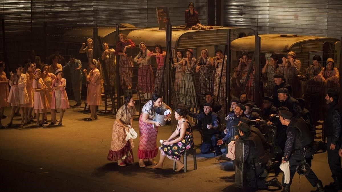 Escena de 'Carmen' en elMaggio Musicale deFlorencia.