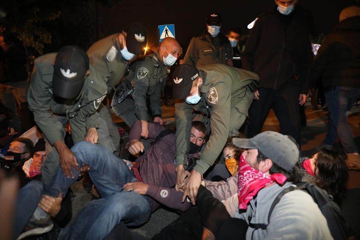 Los manifestantes han vuelto a acampar ante la residencia de Netanyahu en Jerusalén.
