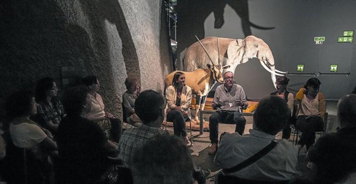 Sesión del Club dels Llunàtics del pasado 28 de septiembre en el Museu Blau, que reunió a 40 asistentes.