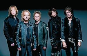 Una imagen promocional de Aerosmith, con Joe Perry primero por la derecha y Steve Tyler segundo por la derecha.