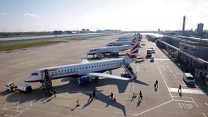 Aviones de la compañía British Airways en uno de los aeropuertos de Londres el pasado mes de abril.