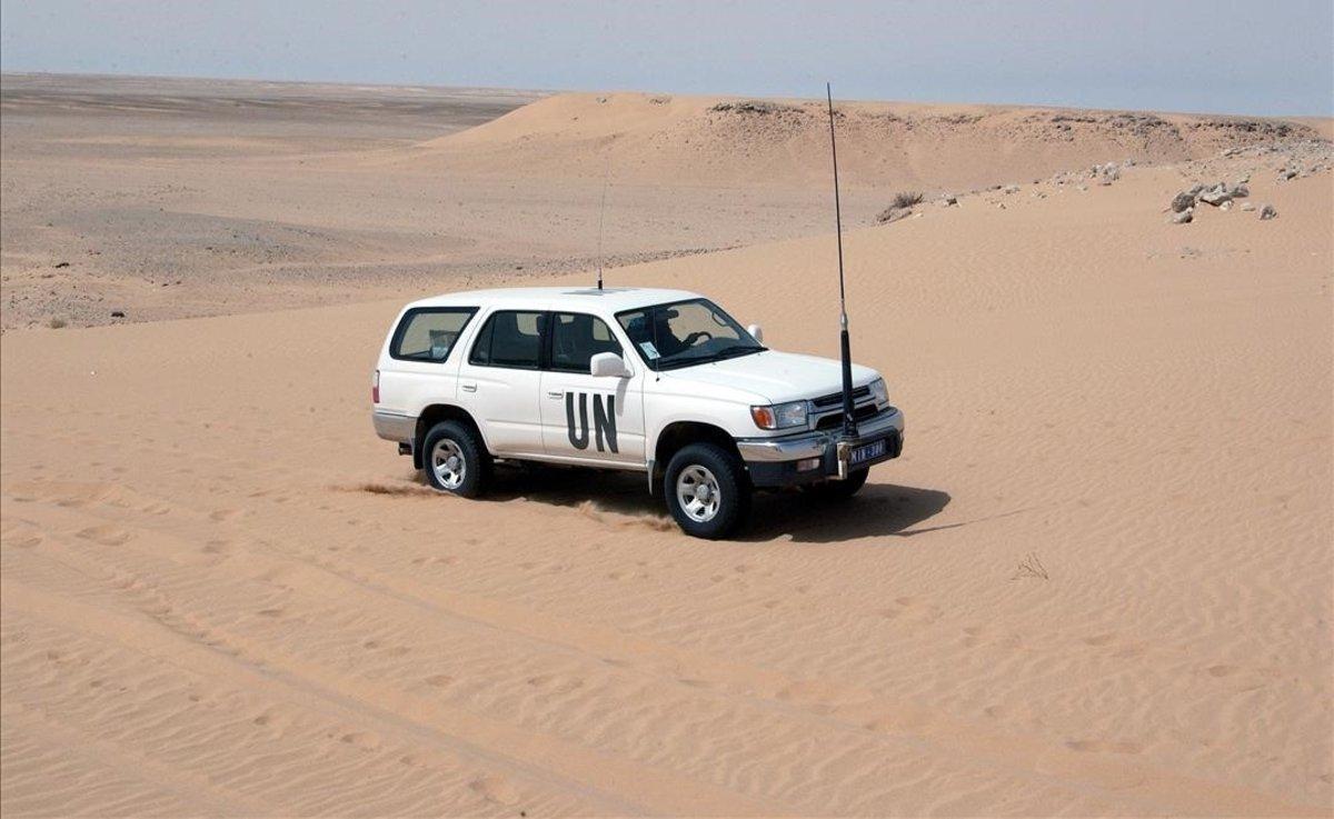 Observadores de la Mision de Naciones Unidas para el Referendum en el Sahara Occidental (MINURSO), cerca de Guergarat.