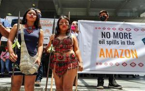 Protesta deIndígenas de la Federación de Comunas Unión de Nativos de la Amazonía Ecuatoriana.