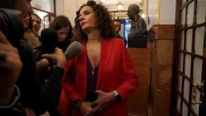 La ministra de Hacienda, María Jesús Montero, en elpasillodel Congreso de los Diputados.