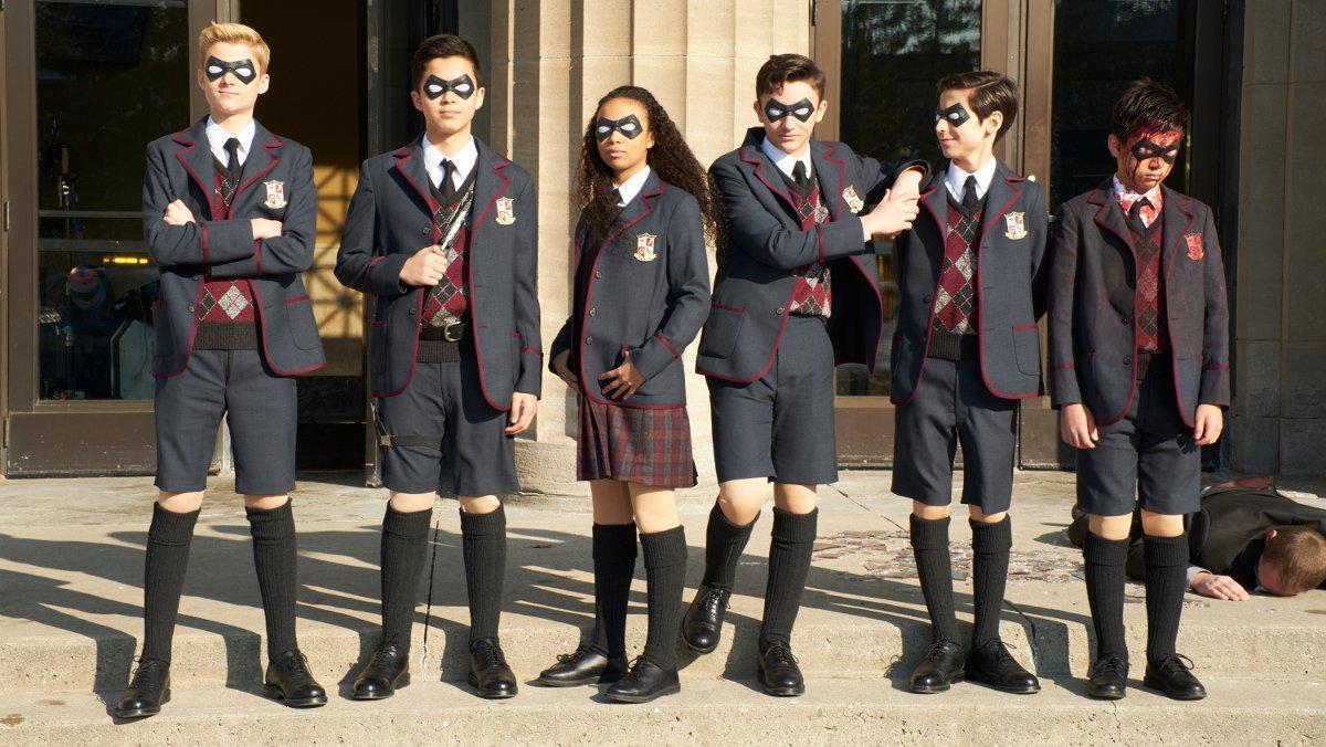 Los protagonistas de la nueva serie de Netflix 'The Umbrella Academy'.