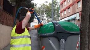 El 'Santa Coloma Ocupa' incluye dos itinerarios formativos de las especialidades de limpieza y fontanería.