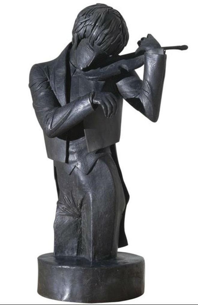El violinista, la escultura de madera y plomo realizada por Pablo Gargallo en 1920.