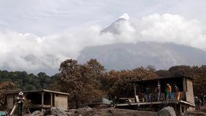 El volcà de Fuego s'acarnissa amb els indígenes: més de 100 morts