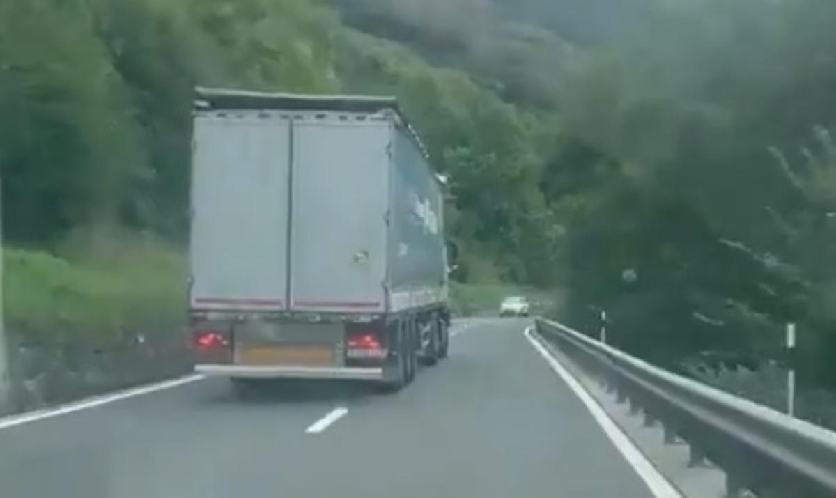 Captura del vídeo colgado por los Mossos en Twitter.