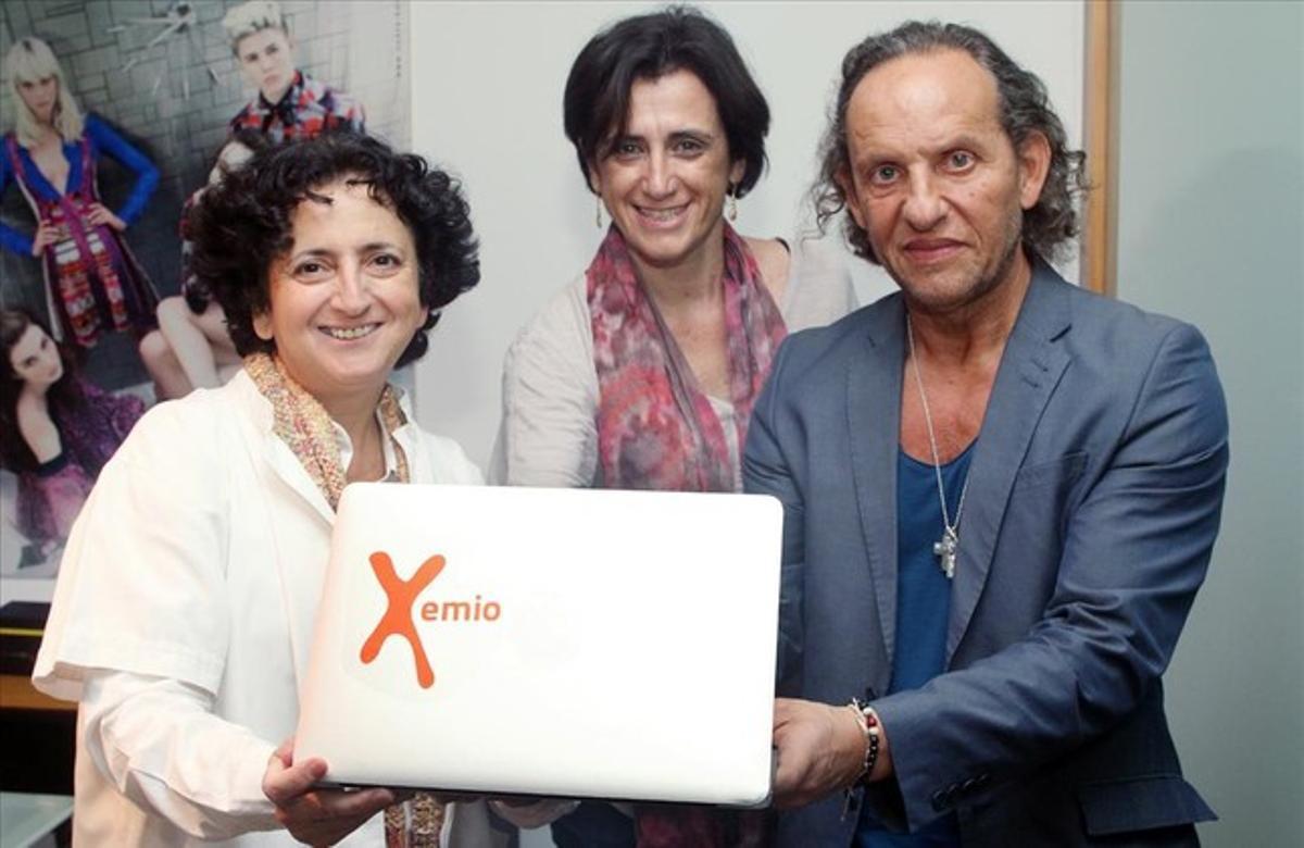 Custo Dalmau junto a Inma Grau, ingeniera y socióloga, que sufrió un cáncer de mama, y que ha convertidosu experiencia personal en un proyecto innovador para ayudar a otras personas que sufren la misma enfermedad.