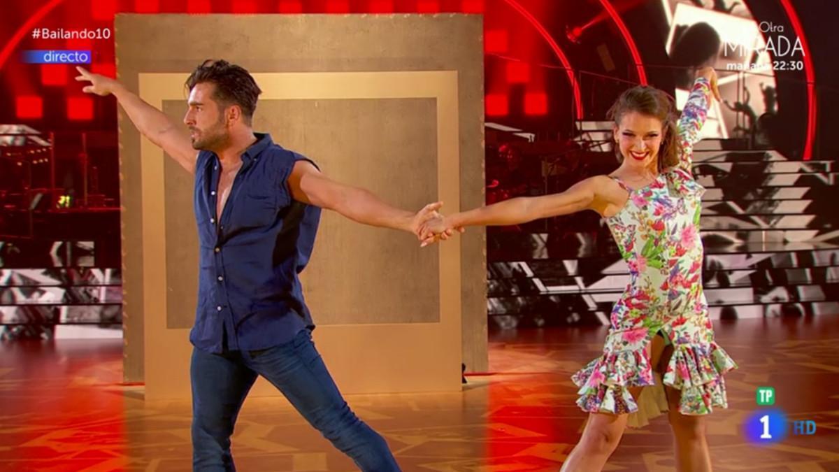 David Bustamante y Yana Olina bailando salsa en la semifinal de 'Bailando con las estrellas'.