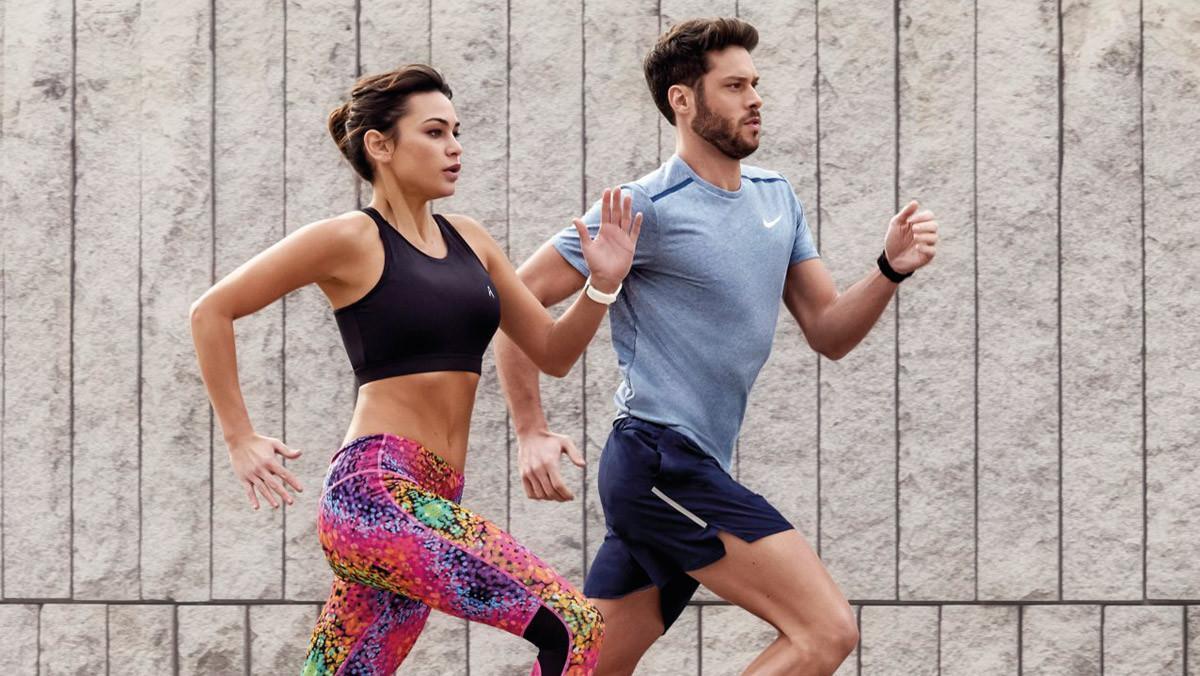 Una pareja de 'runners' en pleno entrenamiento.