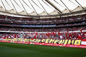GRAF5857. MADRID, 17/03/2019.- Vista general de la grada del estadio Wanda Metrpolitano, el fútbol femenino vive este domingo el choque entre los dos equipos punteros de la Liga Iberdrola, con el enfrentamiento entre el Atlético de Madrid y el Barcelona, donde se espera batir un nuevo récord europeo de asistencia en un partido entre clubes. En este encuentro el Wanda Metropolitano se postula para arrebatar a San Mamés el récord de asistencia a un partido de fútbol femenino en España, establecido el pasado 30 de enero, con 48.121 espectadores en las gradas del coliseo bilbaíno.- EFE/Kiko Huesca