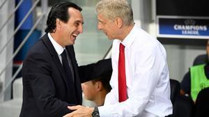Un relevo fallido en el Arsenal: Emery y Wenger, en el 2016.