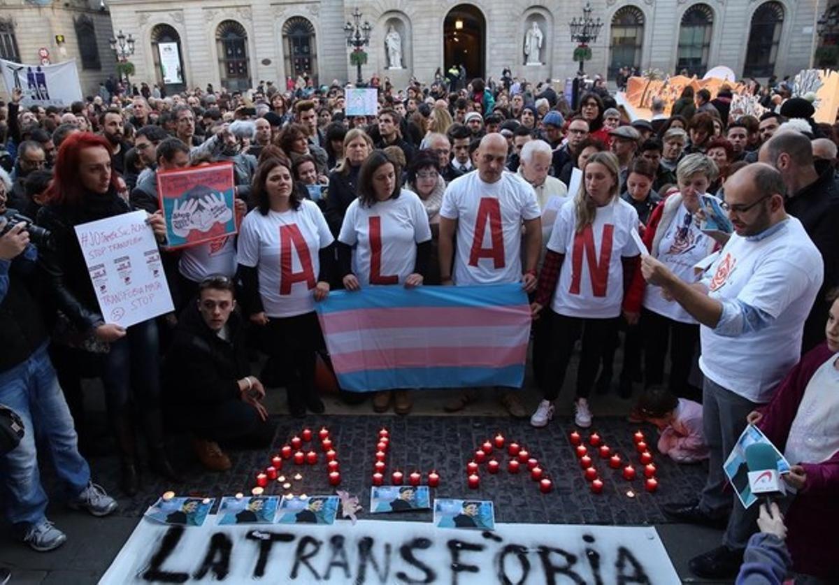 Concentracion por el suicidio de Alan, un transexual de 17 años por acoso escolar, en diciembre del 2015 en Barcelona.