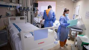 Unidad de pacientes semicríticos delHospitalde Vall d'Hebron preparada para atender a pacientes críticos de coronavirus.