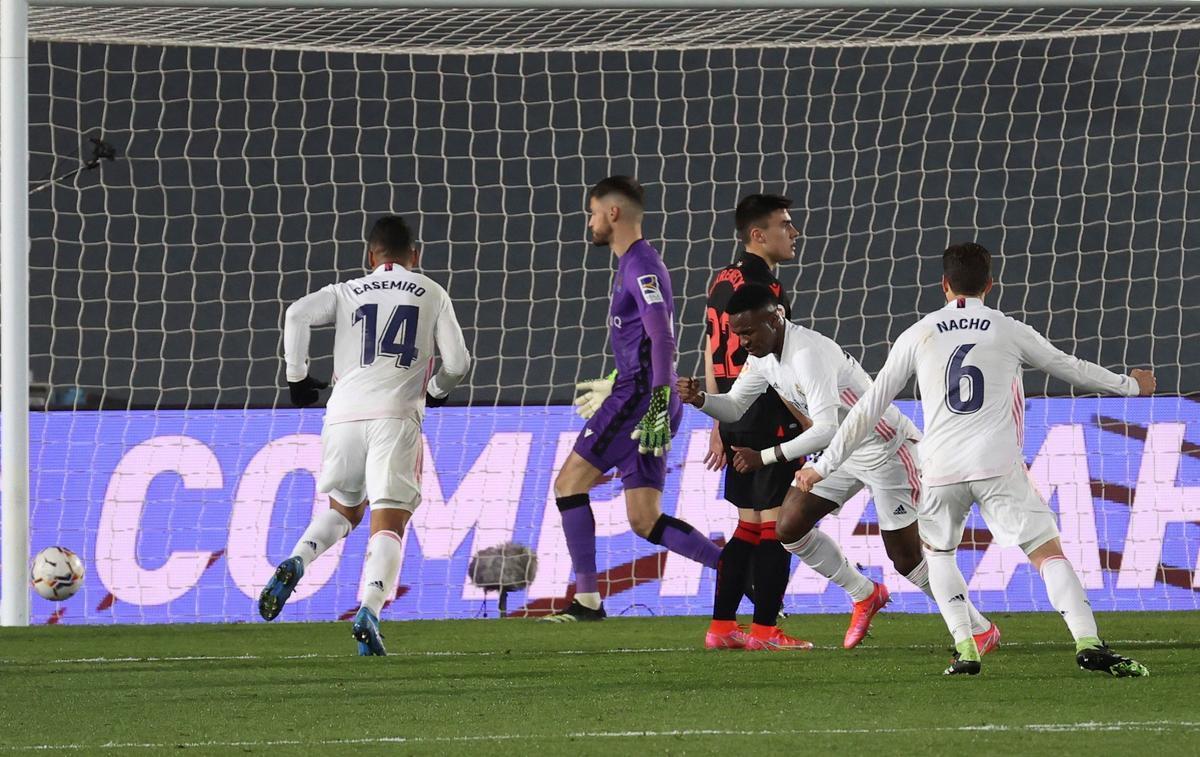 El Madrid salva un punt sobre la botzina