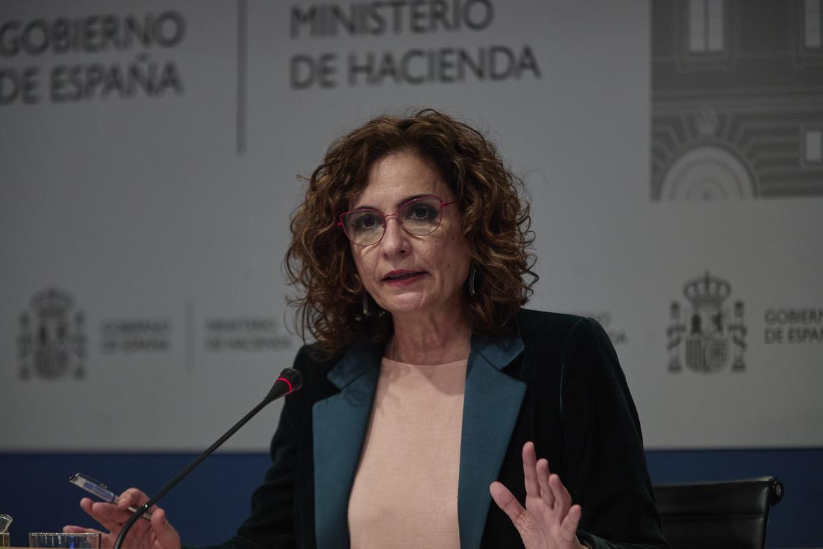 La ministra de Hacienda, María Jesús Montero, en rueda de prensa.
