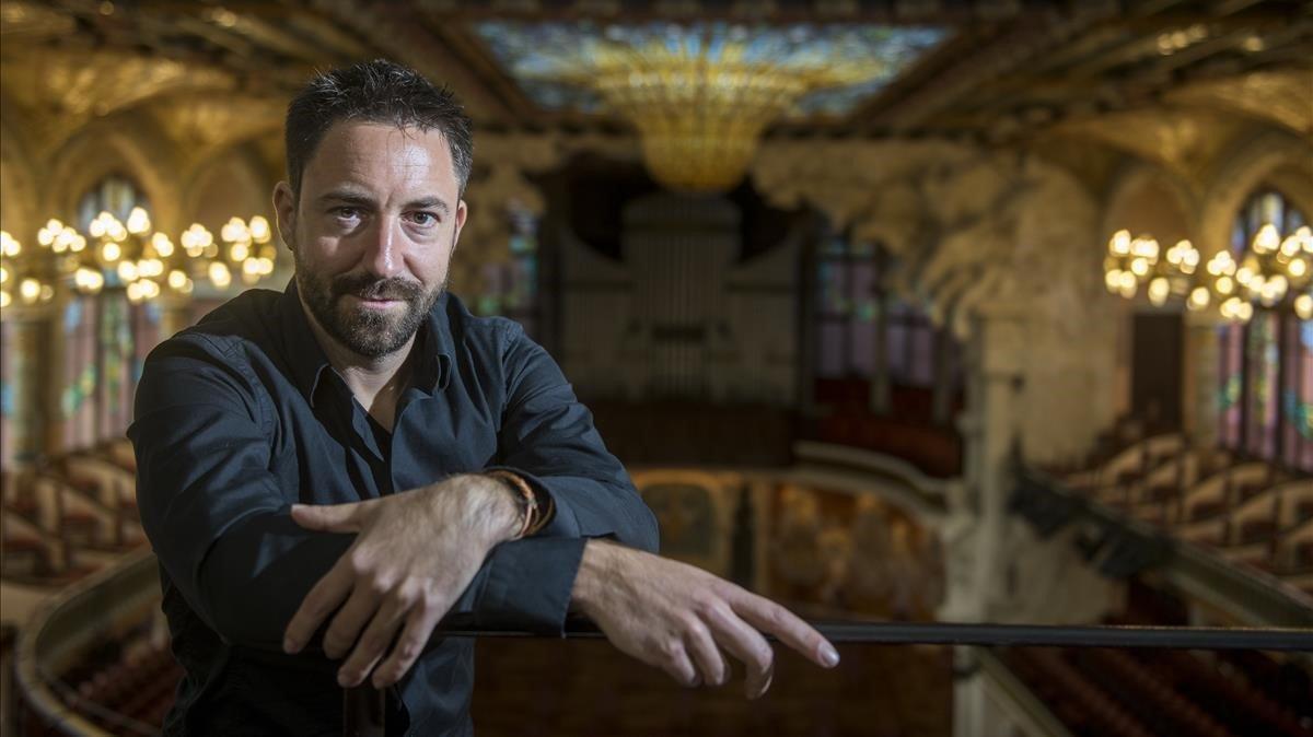 El compositor Marc Timon junto a la cupula del Palau de la Musica