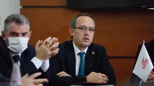 Avdullah Hoti, nuevo primer ministro de Kosovo, en una reunión de su partido.