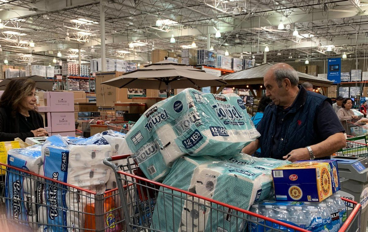 Customers wait in line to buy water and other supplies, on fears that the coronavirus, COVID-19, will spread and force people to stay indoors,  at a Costco in Burbank, California on March 6, 2020. - US lawmakers passed an emergency  USD 8.3 billion spending bill to combat the coronavirus on Thursday as the number of cases surged in the country's northwest and deaths reached 12. Since then the toll has risen to 12 and the virus has spread to at least 15 states -- the latest being Maryland adjacent to the nation's capital Washington. (Photo by Robyn BECK / AFP)